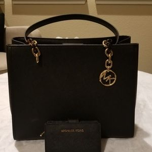 Michael Kors Tote and Wallet Set